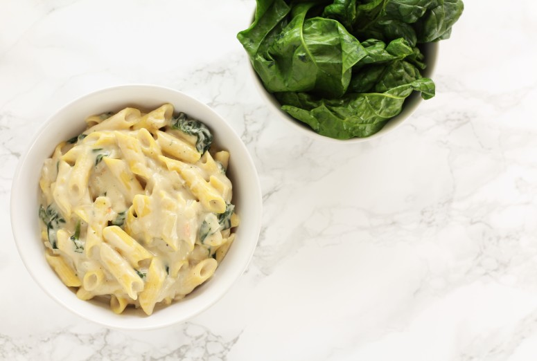 glutenfreie Pasta mit Erdnuss-Spinat Soße