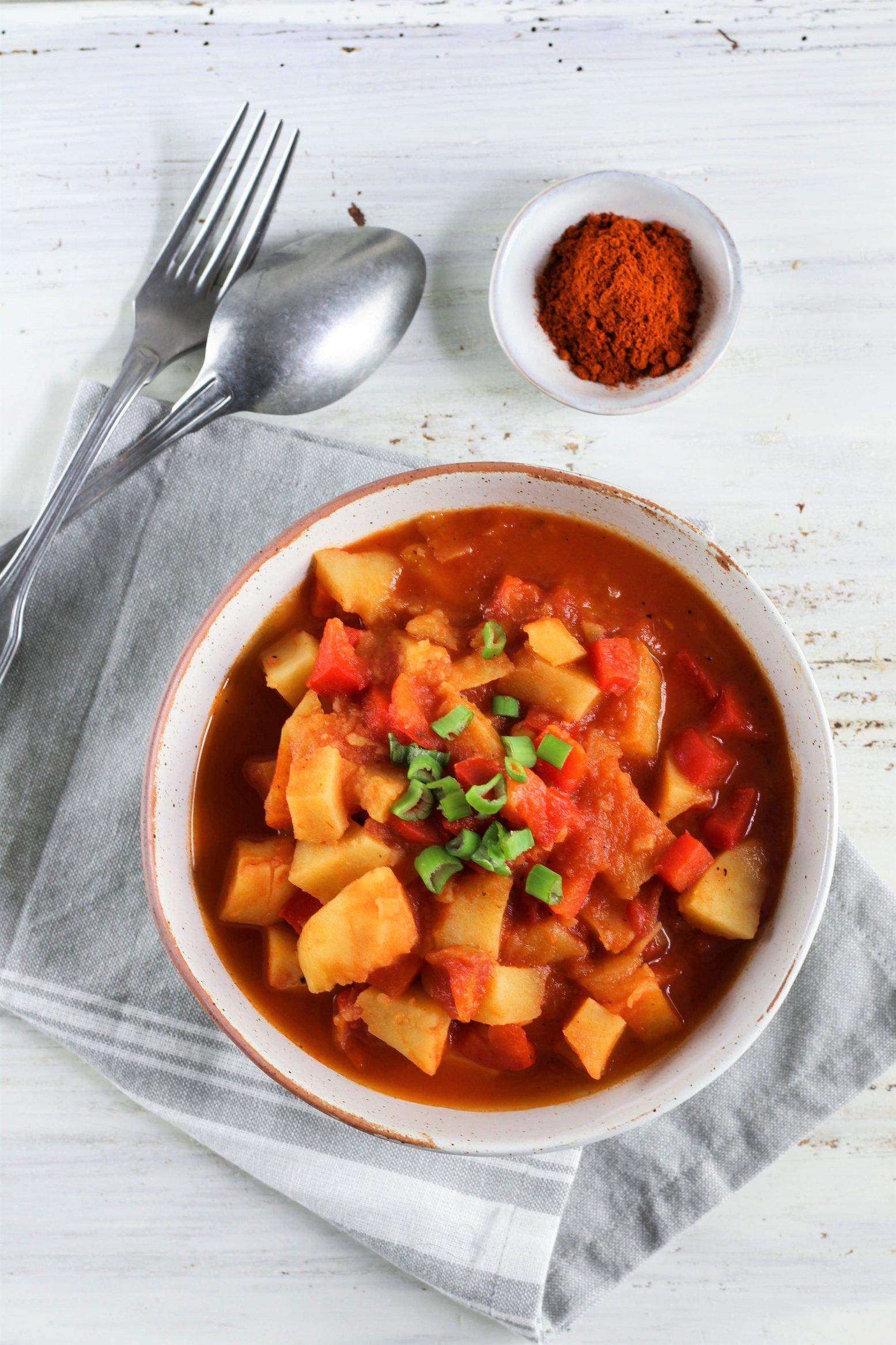 Veganes Kartoffelgulasch by somegreenlife