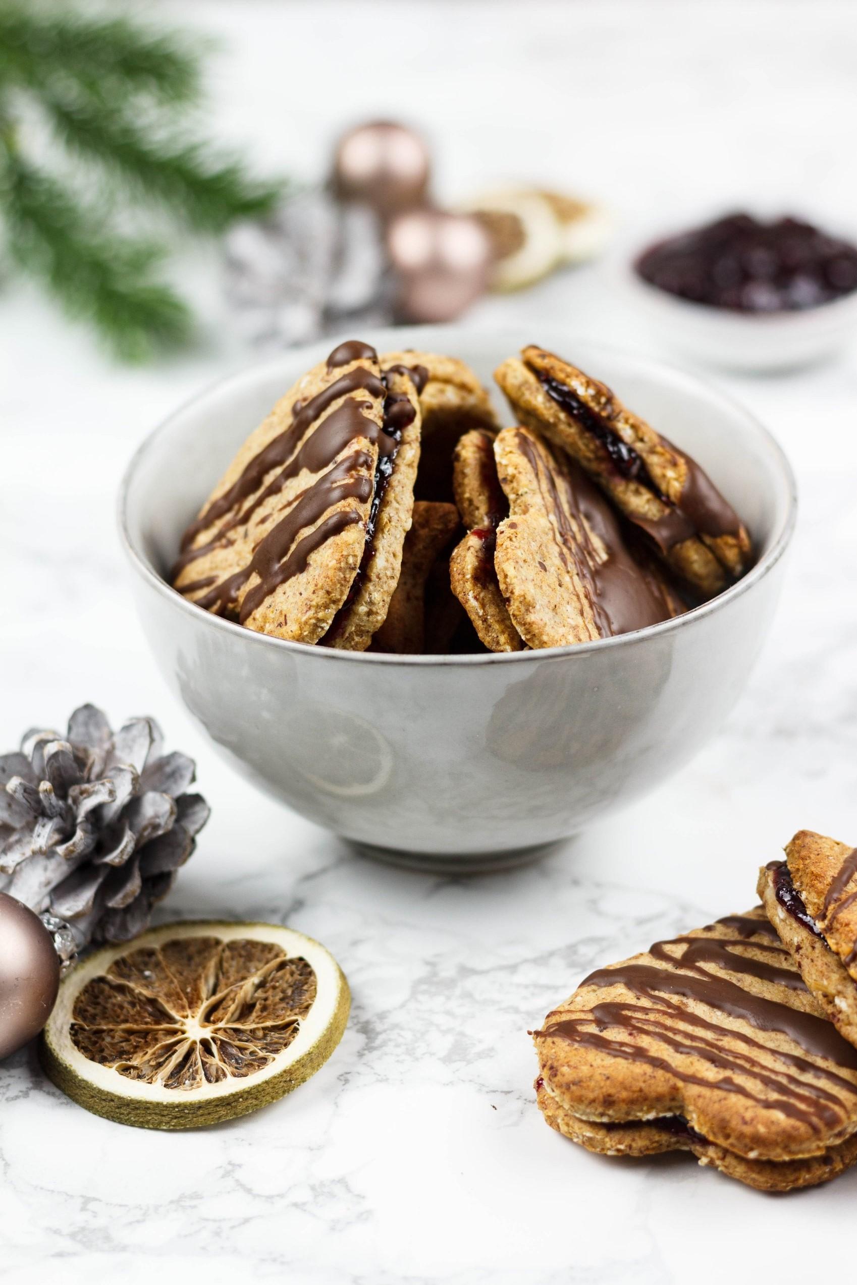 Vegane Haselnuss Plätzchen mit zuckerfreier Marmelade