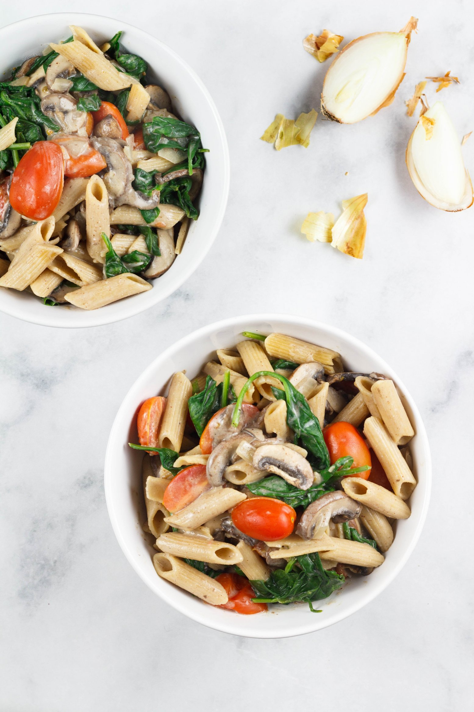 Pasta an Rahmchampionsauce mit Spinat und Tomaten vegan