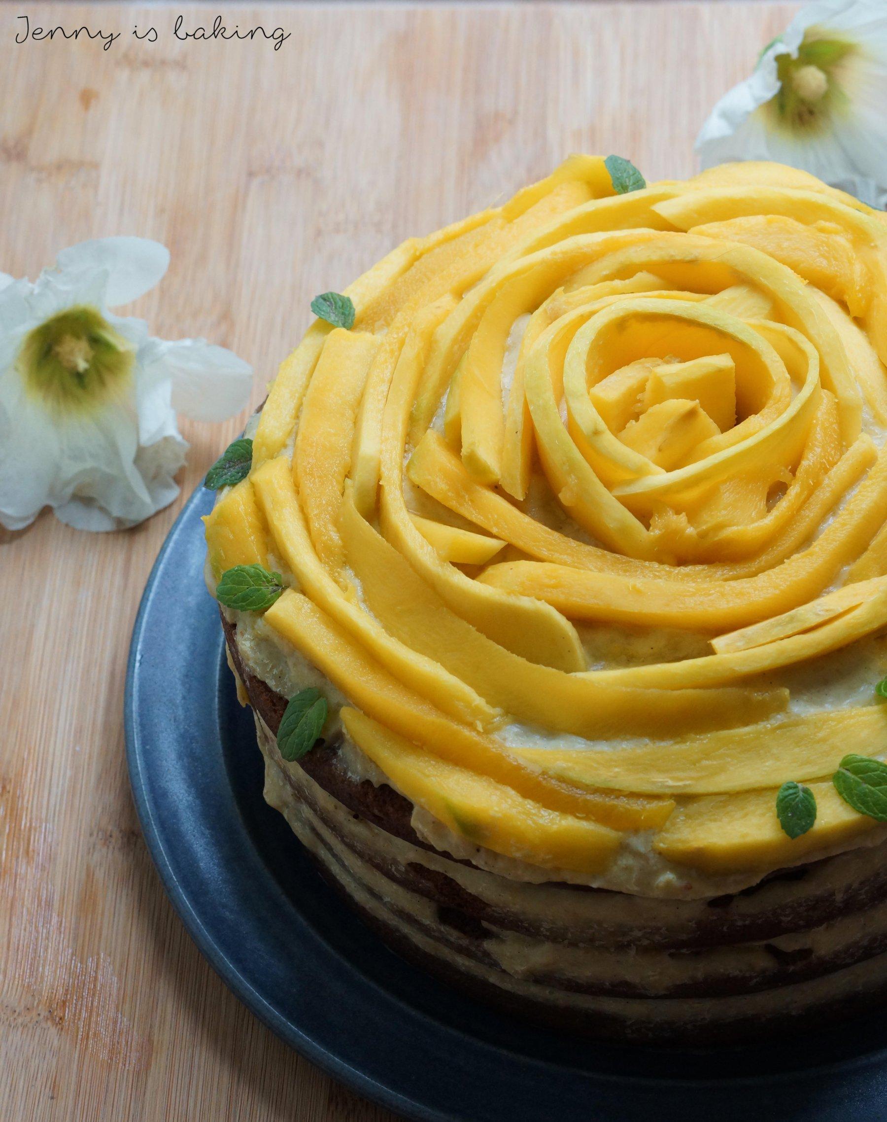veganer Schokoladenkuchen mit Mangocremfuellung